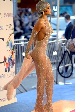 Rihanna attends the 2014 Council of Designer of America Awards (CFDA)at Alice Tully Hall at the Lincoln Center June 2, 2014 in New York City. AFP PHOTO / Timothy A. CLARY (Photo credit should read TIMOTHY A. CLARY/AFP/Getty Images)