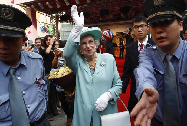 SHANGHAI, CHINA - MAY 22: (CHINA OUT) A Queen Elizabeth II impersonator attends a Queen Elizabeth II's Diamond (60th) Jubilee Celebration held by British Airways and British Tourist Authority at Daning Plaza on May 22, 2012 in Shanghai, China. (Photo by ChinaFotoPress/ChinaFotoPress via Getty Images)
