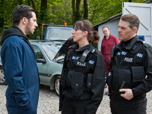 Donna is alarmed when PC Stone tells her they're going to the garage as they have a lead on the jewellery robbery.