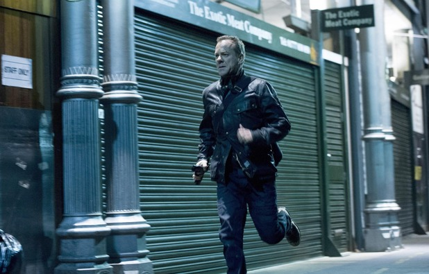 "Jack (Kiefer Sutherland) chases after Navarro in the ""8:00 PM - 9:00 PM"" episode of 24: LIVE ANOTHER DAY"