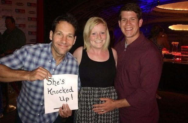 Paul Rudd helps a couple make their pregnancy announcement