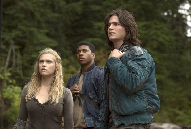 Clarke, Finn and Wells in The 100: Episode 3 - Earth Kills