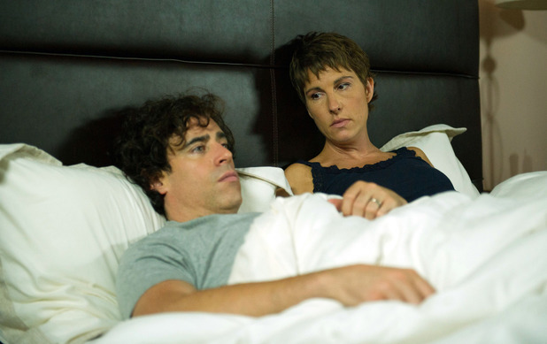Stephen Mangan as Sean & Tamsin Greig as Beverly in Episodes S03E09