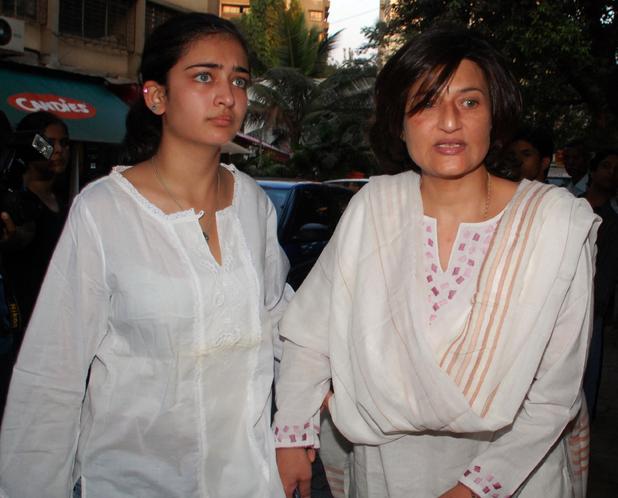 Akshara & Sarika Haasan