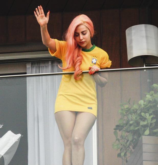 RIO DE JANEIRO, BRAZIL - NOVEMBER 8: The American singer Lady Gaga waves to the fans at the hotel where she is staying in Rio de Janeiro, on November 8, 2012 in Rio de Janeiro, Brazil. (Photo by WilliamVolcov/NewsFree/LatinContent/Getty Images)