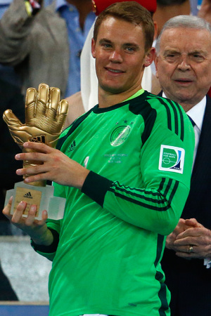Manuel Neuer wins the Gold Glove
