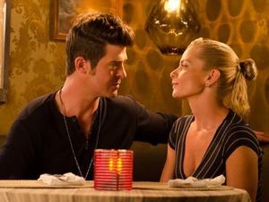 Robin Thicke and Jamie Pressly in Making The Rules