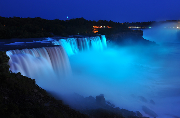Niagra Falls turns blue for Prince George
