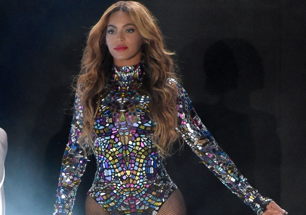 Beyoncé performs at MTV VMAs