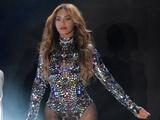 Beyoncé performs at MTV VMAs
