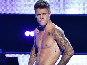 Justin Bieber strips at Fashion Rocks
