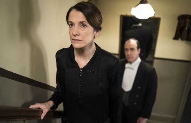 Raquel Cassidy as Baxter & Kevin Doyle as Moseley in Downton Abbey series 5 premiere