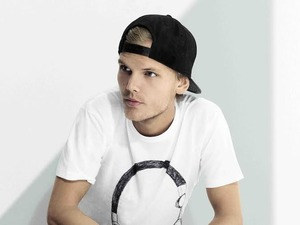 Avicii press shot 2014.
