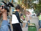 Amitabh Bachchan taking part in the Swachh Bharat campaign