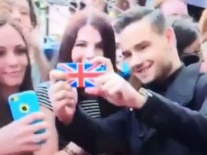 Liam Payne takes selfies with One Direction fans