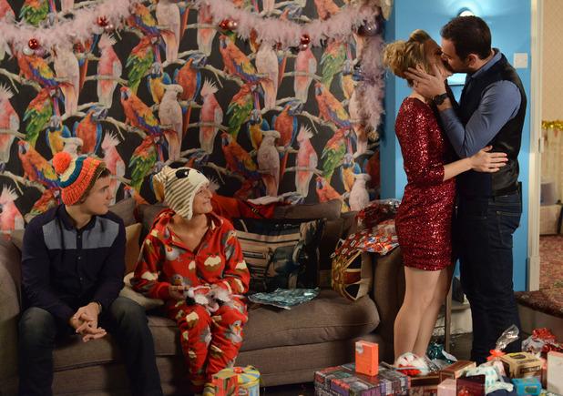 Linda and Mick share a Christmas kiss.