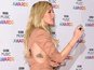 See Goulding's salmon moment at Music Awards