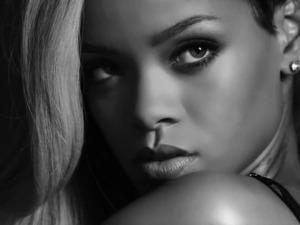 Rihanna Rogue Love perfume press shot.