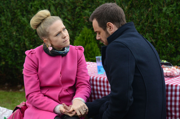 Linda surprises Mick with a picnic in the park and they have a heart to heart.