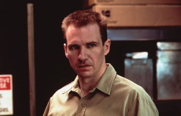 http://i1.cdnds.net/15/18/618x396/movies-red-rdagon-ralph-fiennes.jpg
