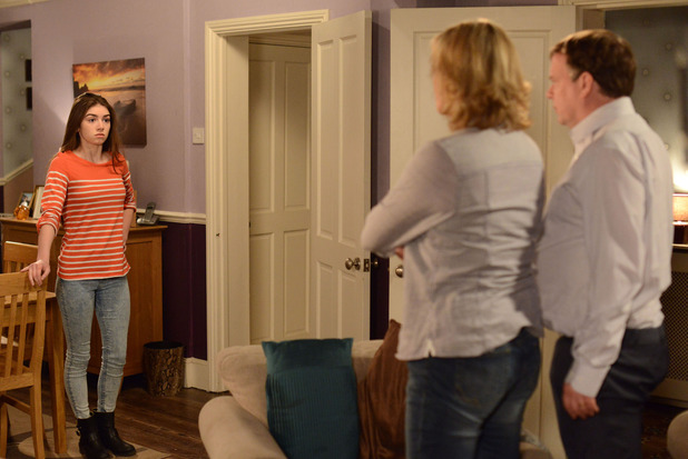 Cindy gives Ian and Jane an ultimatum.