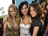 Taylor Swift, Katy Perry & Miley Cyrus Caption:LOS ANGELES, CA - SEPTEMBER 07: Taylor Swift, Katy Perry and Miley Cyrus arrives on the red carpet of the 2008 MTV Video Music Awards at Paramount Pictures Studios on September 7, 2008 in Los Angeles, California. (Photo by Kevin Mazur/WireImage)