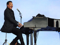 Lionel Richie delights thousands with a set full of classic hits for his Glastonbury debut.
